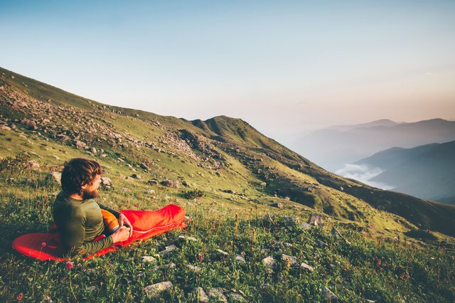 <p>Thinner, lighter sleeping bags are excellent for the warmer summer months</p>