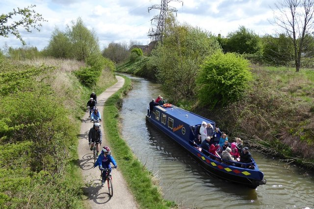Cyclists are being offered a free bell to improve safety along the Chesterfield Canal.