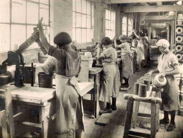 Workers at Pearsons Pottery in the 1920s use jolleying machines to produce jam jars.