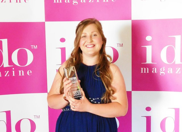 Chesterfield wedding singer Chloe Boulton scooped the award for Best Entertainment in the East Midlands in the I Do Magazine Wedding Awards.