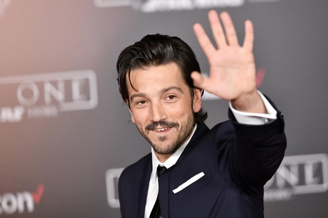 Actor Diego Luna is to reprise his role as Captain Andor first scene in Star Wars movie Rogue One for the TV series