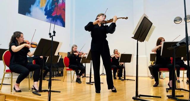 Sinfonia Viva se va întoarce să cânte live la concertul Darley Park Hannells din 29 august 2021.