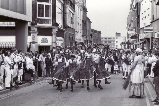 Street entertainment in Chesterfield - 18th May 1985