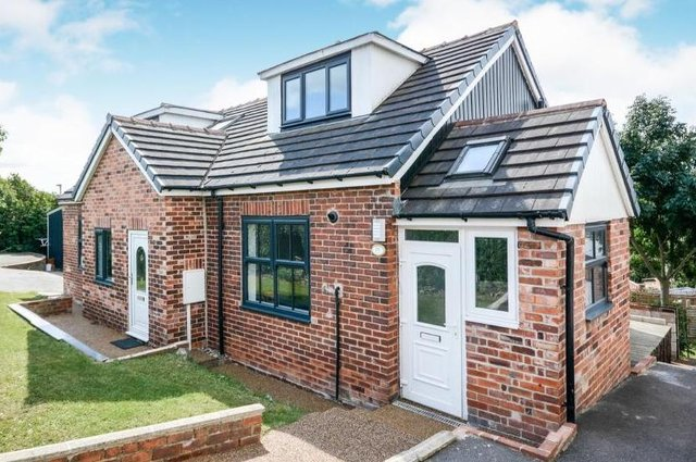 """Zoopla says viewing is """"essential"""" of the """"substantial property""""."""
