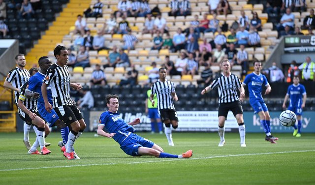 Liam Mandeville, who put Chesterfield 2-1 up against Notts County on Saturday, has signed a new contract.