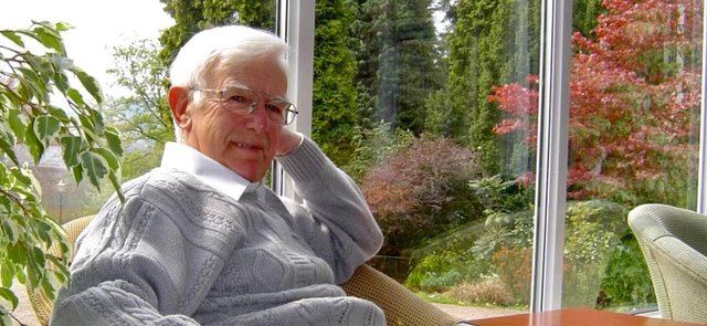 Alex Pickover has died, aged 94