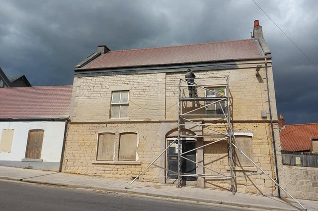 A Chesterfield couple are transforming the old Anchor Inn pub in Market Place, Bolsover into a new bistro pub, bar, B&B and beauty spa.