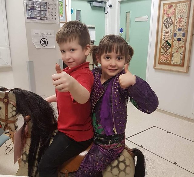 Lucas Jarvis-Holmes and Elyssia Cobb went through cancer treatment together and, owing to the treatment for their type of leukaemia lasting a year longer for boys, they were able to celebrate their remission and ring the ward bell together in November 2017
